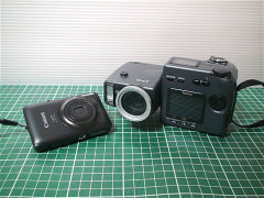 NIKON coolpix 990とCanon IXY 220IS